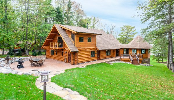 Beautiful Log Home Outdoor Space