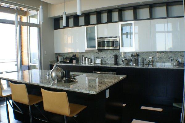 Modern Clean Kitchen Design With White Cabinets